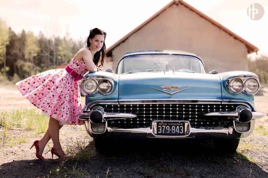9d5aae0f459b Šaty dívčí společenské růžové s drobnou strojovou výšivkou ...